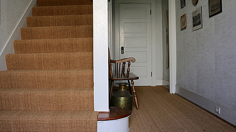 Durable and non-slippery: our Contract Coir with 40% natural sisal gives stairs a speckless look.