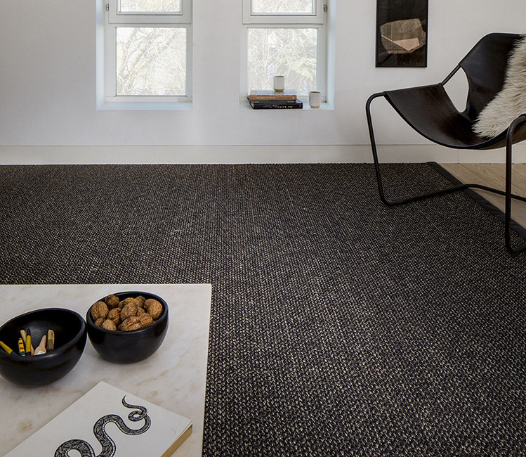 Durable beauty that hides dirt: Cottage, from our SisalPLUS collection, in variegated black with black binding.