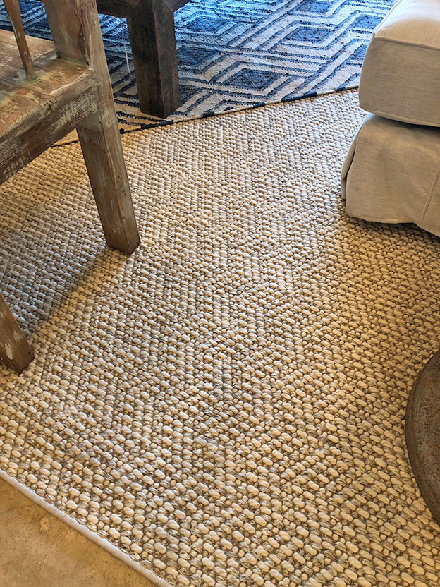 Layering par excellence: our beautiful sisal-wool blend weave Scotland as a base adds texture and dimensionality.