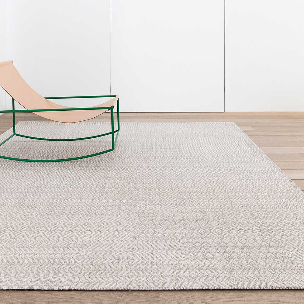 white elegance: fusion area rug in color white snow